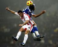 Zé Manel (Leixões) em luta com Bruno Alves (F.C. Porto) nas alturas