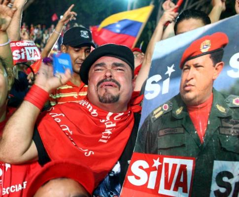 Venezuela festeja vitória de Chávez