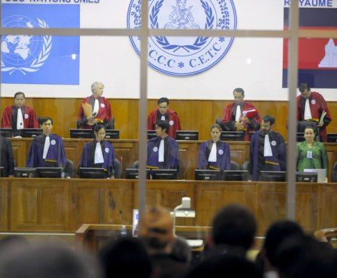 Crimes do regime khmer vermelho em tribunal
