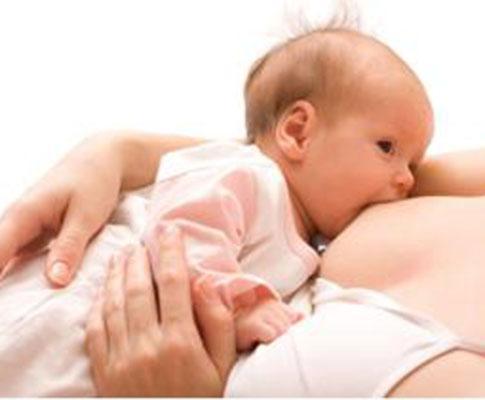 Bebé a mamar