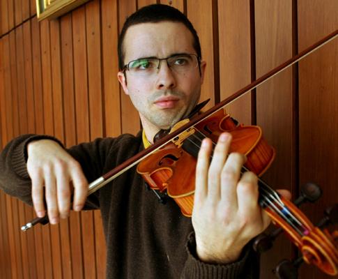 Tiago Santos é o único semi-finalista português para a Orquestra Sinfónica do YouTube