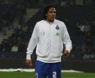 Bruno Alves atento
