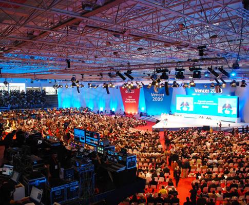 Casa cheia e cenário novo no último dia do congresso