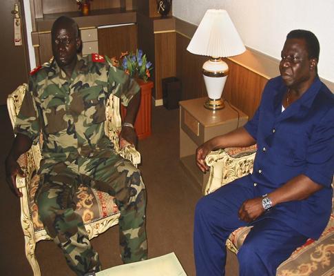 General Tagmé Na Waié (Esquerda) e Nino Vieira, ambos assassinados