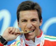 Rui Silva com a medalha de ouro conquistada em Turim