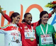 Sara Moreira festeja medalha de prata no Indoor de Turim