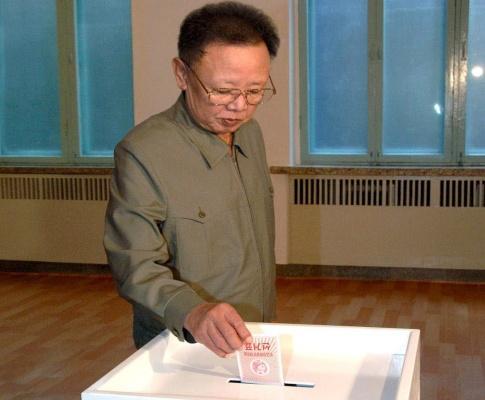 Kim Jong-il vota nas legislativas norte-coreanas