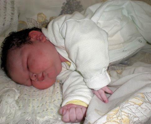 Recém-nacida com com 6,1 quilogramas e 56 centímetros, no Brasil