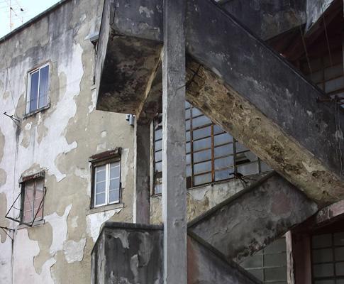 Prédio degradado, em Lisboa