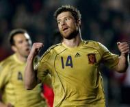 Xavi Alonso festeja golo marcado à Turquia