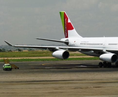 Avião aterra de emergência em Luanda