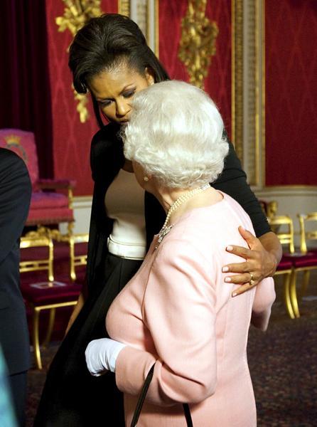 Michelle e Barack Obama recebidos por Rainha de Inglaterra