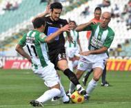 César Peixoto entre Bruno Ribeiro e Hugo, durante o V. Setúbal-Sp. Braga