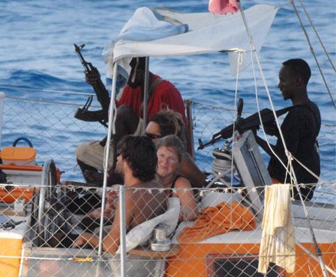 Piratas lucram mais de seis milh es com sequestro de for Largo somalia