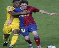Messi em luta com Malouda