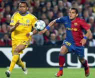 Bosingwa em despique com Daniel Alves