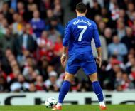 Ronaldo no momento de bater um livre