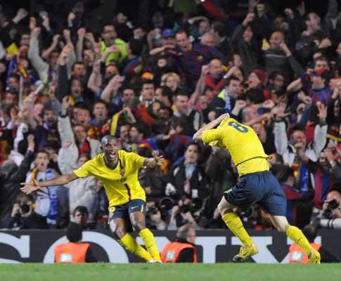 Iniesta prepara-se para festejar o golo que apurou o Barça para a final