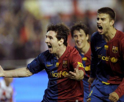 Messi festeja com Piqué e Bojan