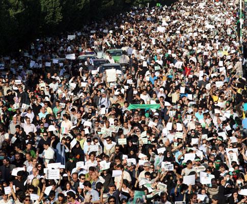 Irão: protestos continuam