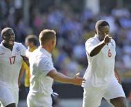 Nedum Onuoha (Inglaterra) festeja golo marcado à Suécia no Euro sub-21