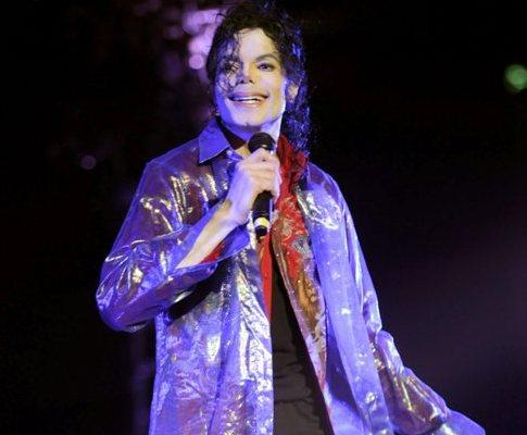 Michael Jackson a 23 de Junho numa foto divulgada pela promotora AEG