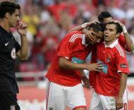 Saviola e Cardoso comemoram golo ao At. Madrid