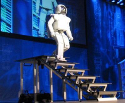 Talvez um dia, o ASIMO poderá vir a servir a humanidade