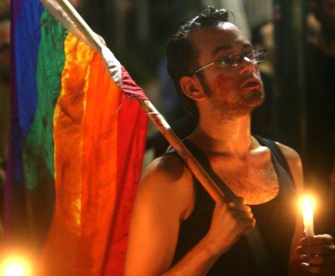 Comunidade gay presta homenagem