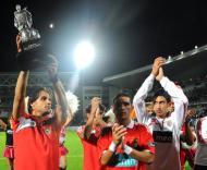 Nuno Gomes levanta o troféu