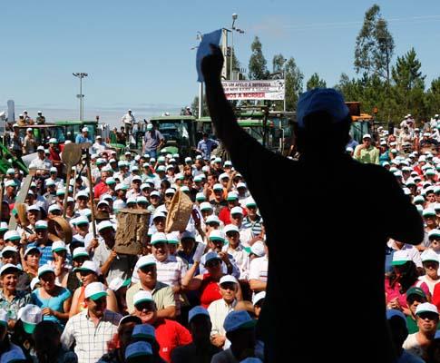 Manifestação de agricultores que pedem demissão de ministro