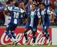 Hulk e Falcao festejam com Álvaro Pereira