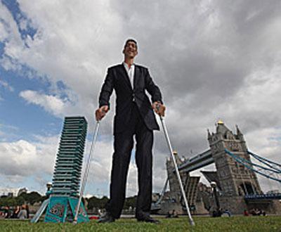 O homem mais alto do mundo é... Sultan Kosen