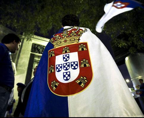 Monárquicos hastearam bandeira