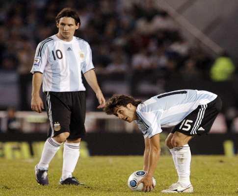 Pablo Aimar recorda primeiro jogo com Messi