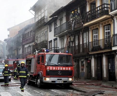 Incêndio no centro histórico de Guimarães