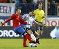 Iniesta e Mascherano no Espanha-Argentina