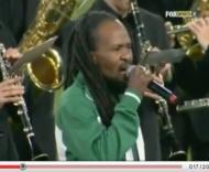 Ras Dumisani interpreta o hino da África do Sul
