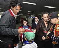 Bruno Alves a dar autógrafos já em Sarajevo