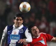Falcao em luta com Javi Garcia