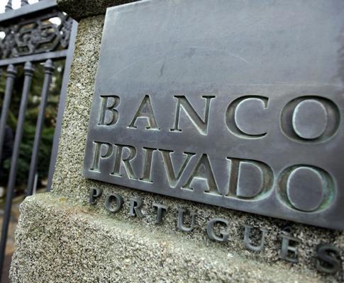 Protesto dos clientes do Banco Privado Português