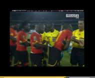 Gilberto tenta beijar árbitro