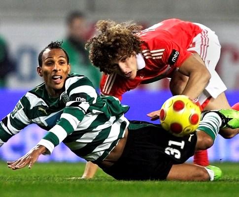 Liedson luta com David Luiz