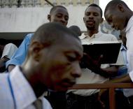Haiti: um mês depois do sismo - EPA/ANDRES MARTINEZ CASARES
