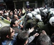 Atenas: confrontos entre a polícia e manifestantes