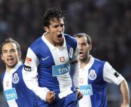 Belluschi, Bruno Alves e Ruben Micael (F.C. Porto)