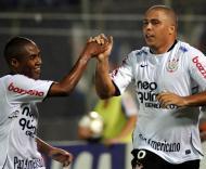 Ronaldo marca pelo Corinthians