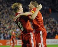 Lucas e Gerrard festejam golo do Liverpool