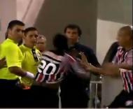 Richarlyson tenta agredir árbitro
