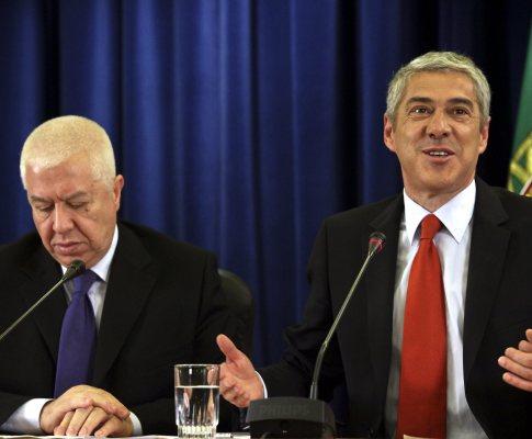 José Sócrates e Teixeira dos Santos falam aos jornalistas sobre as medidas adicionais para reduzir o défice ainda este ano